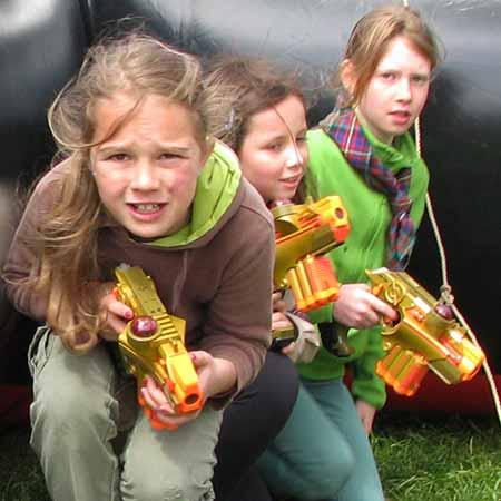 laser game meisjes sluipen